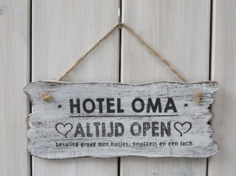 hotel oma wit 30x22